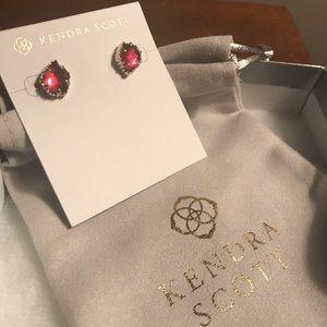 Stunning Kendra Scott Tessa Earrings!!